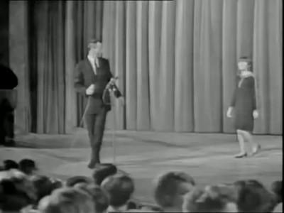 """Mireille Mathieu """"L'Hymne à l'amour"""" 1966"""