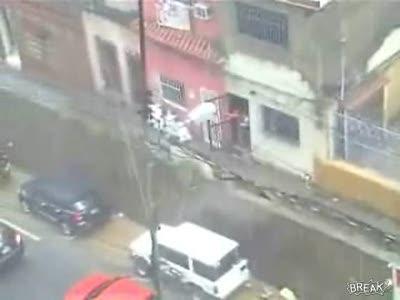 Стена упала на авто