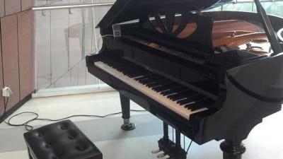 Дефицит пианистов.