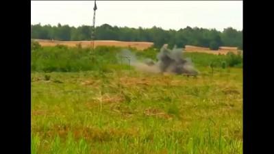 Порошенко стреляет с пулемета 26.07.2014