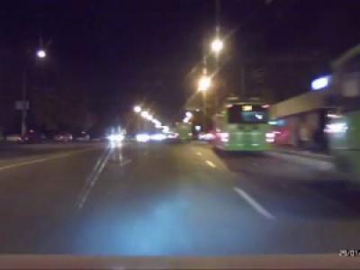 Харьков салтовка пешеход идет на красный
