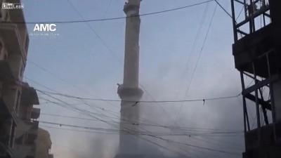 Танк развалил минарет в мечете