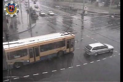 автобус сбил пещехода в литве.