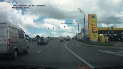 Гонщик на бмв сбил водителя грузовика