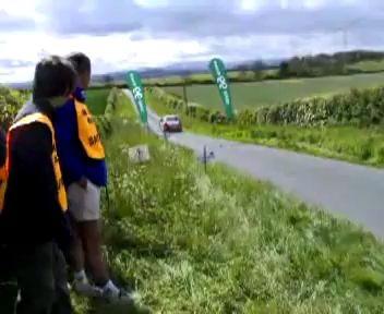 Нереальный полет автомобиля на ралли.