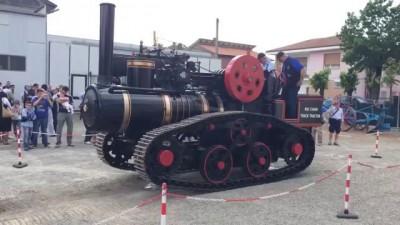 Старинные Тракторы с паровым двигателем на гусеничном ходу