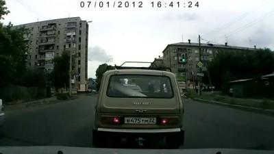 Таксист решил поговорить с битой в руках
