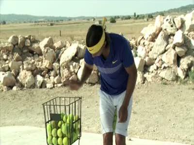 Rafael Nadal - возьми побольше мячиков!