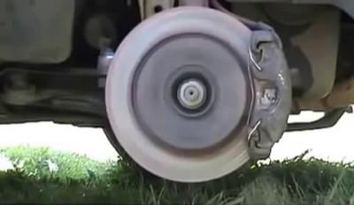 Что будет если нажать газ и тормоз одновременно