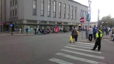 Жители Даугавпилса пламенно встречают оккупантов!