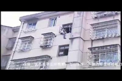 Прыгнул с 5 этажа ...