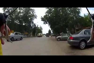 Бабулька успела среагировать на звуковой сигнал водителя!!!