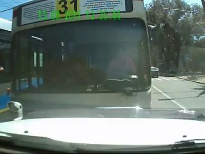 Беспредел автобусников в городе Алматы