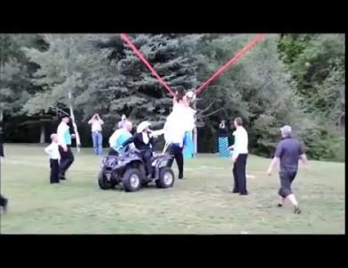 Как правильно невесте кидать букет