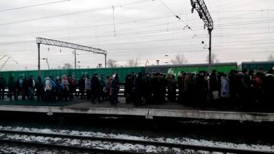 15.12.2013 Вагоны остановились за станцией Петровка (рядом метро)