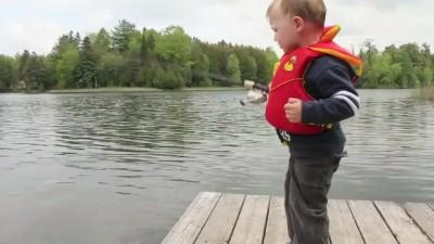 Маленький Шмуль поймал рыбку!