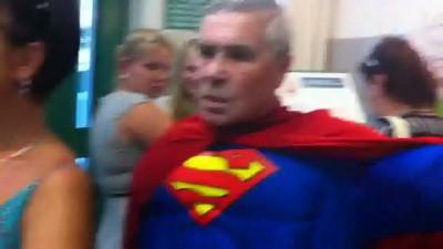 Дедуля супермен