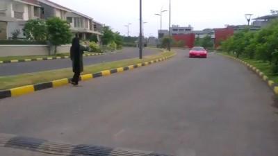 Ребёнок за рулём спорткара .