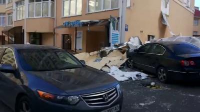 Шквал в Симферополе повредил дом и автомобили