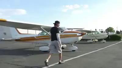 Прыжок из самолета без парашюта и успешное приземление