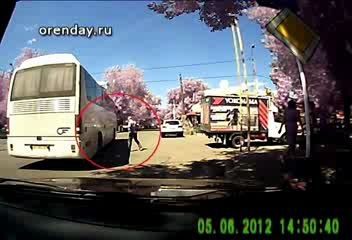 Пешехода сбило автобусом