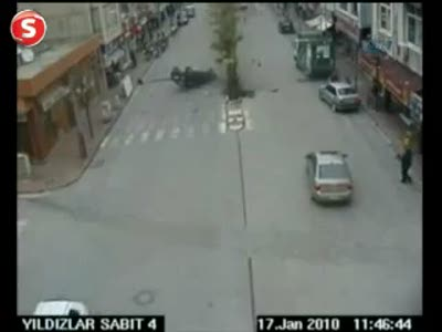 Водитель забыл о руле ... / Car driver loses control