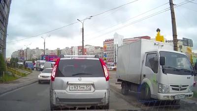 ГАЗель с хлебом сбежала от водителя...