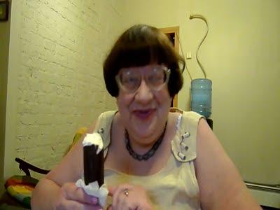 Новодворская ест мороженое