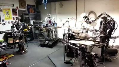 Роботы ебашут спид-метал