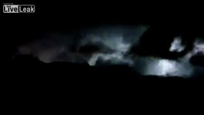 Аномалия природы - молния сверкает без остановки