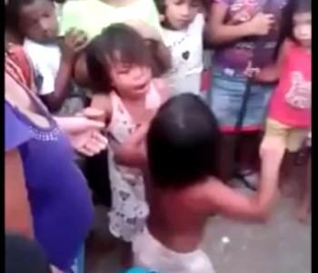 драка маленьких девочек