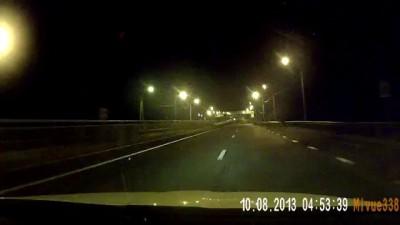 Мудак хотел остановить машину в 5 утра