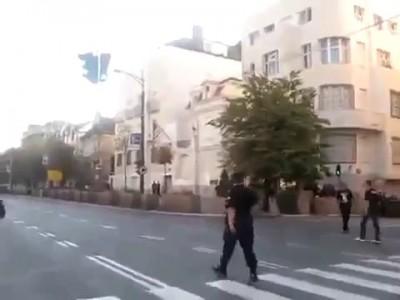 Гимн России перед американским посольством в Белграде(Сербия)