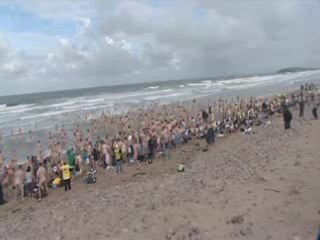 Мировой рекорд по купанию голышом