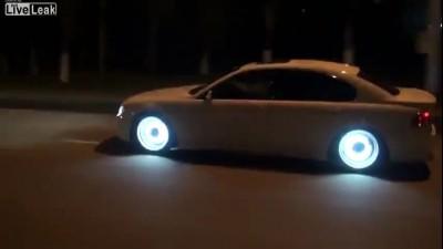 Светящиеся диски на БМВ 7й модели