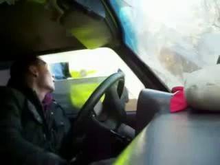 ДПС вытаскивают водителя из авто