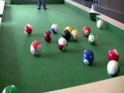 Что будет, если объединить бильярд и футбол?