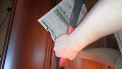 Тест топора на газете.