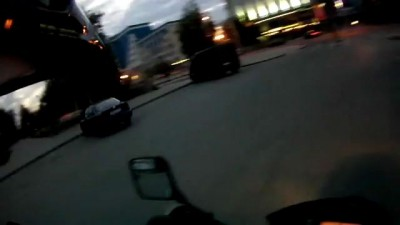 Мотоциклист и таксист не поделили дорогу