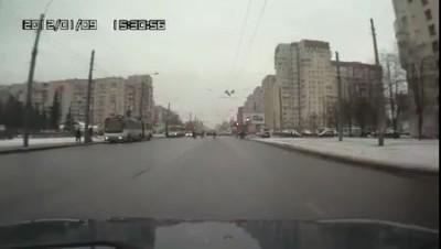 Погрузчик-пешеход испугался мигающего светофора....