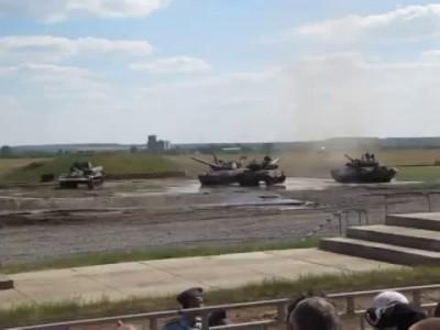 Танцующие танки (Dancing russian tanks)