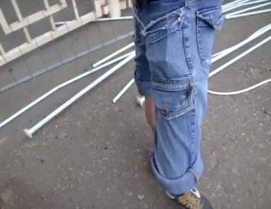 Человек с резиновыми ногами
