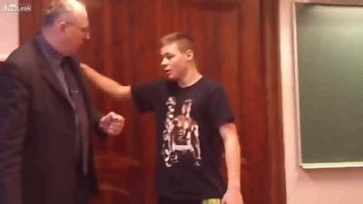 Быдло-ученики издеваются над учителем