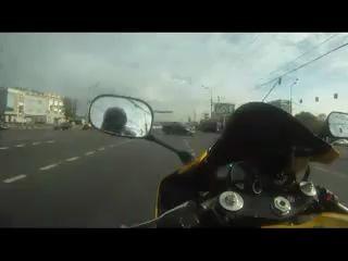 Придурок на мотоцикле (Moscow Ride on R1)