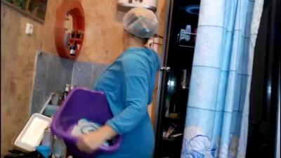 жена после душа отжигает под русское радио