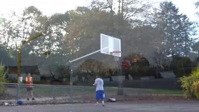 Потрясающие баскетбольные трюки