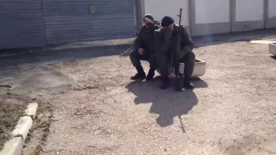 Разговор с российскими военными в Крыму. Себя охраняют от самого себя.