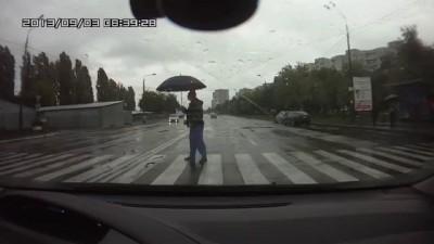 Киев водитель Таврии сбил пешехода на переходе