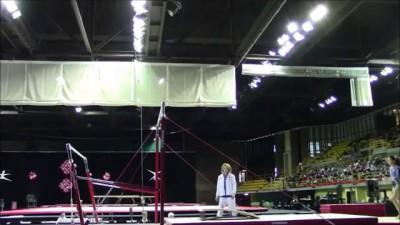 Тренер дважды спас гимнастку от жёсткого падени