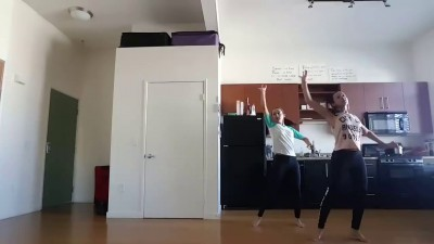 близняшки совместили воедино индийский танец и хип хоп